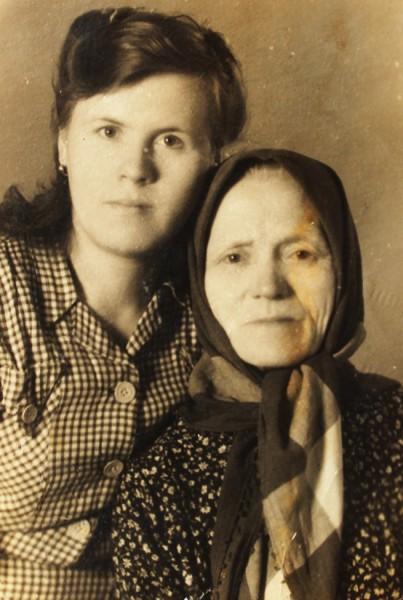 Нюра с мамой